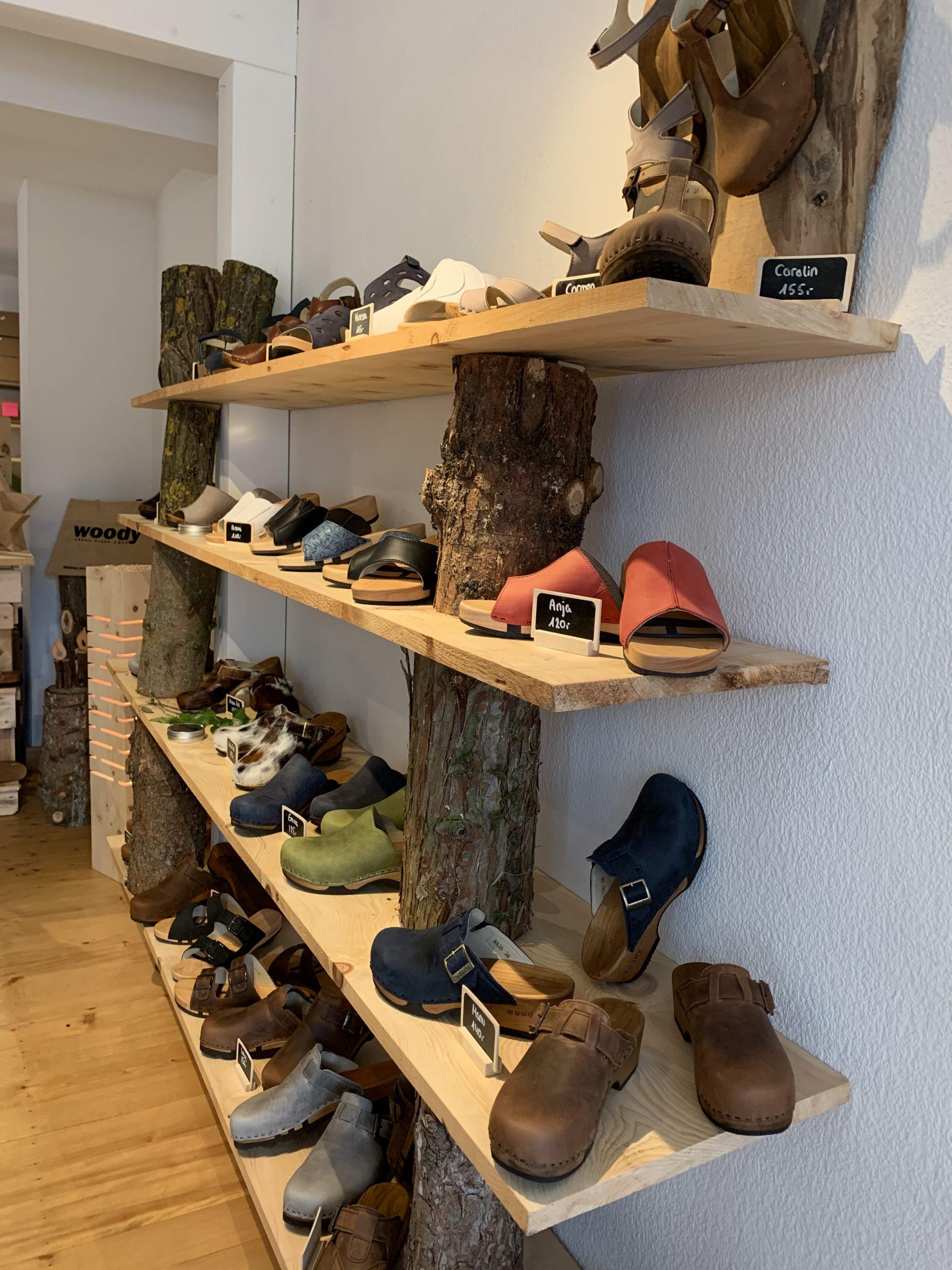 Der kleine Holzschuhladen Seligenstadt Woodys Schuhregal